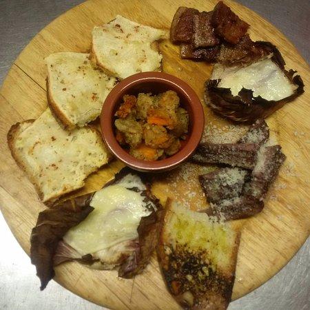 Calvi dell'Umbria, Italy: Mix di assaggi