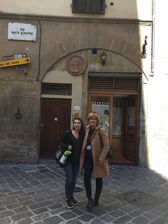 Florence Custom Tours: Anna and Adri outside the nice little place for lunch