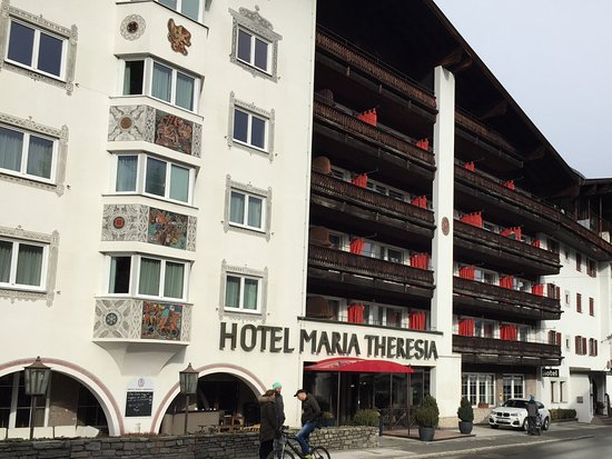Q! Hotel Maria Theresia: View from the street