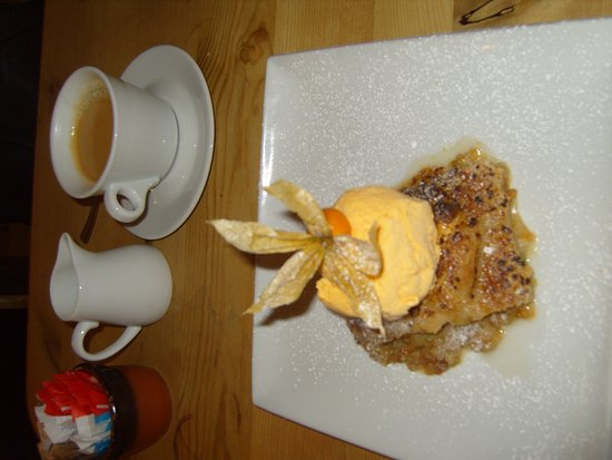 Amberley, UK: The Rhubarb Crumble with Ice Cream isn't bad either, truth to tell ......