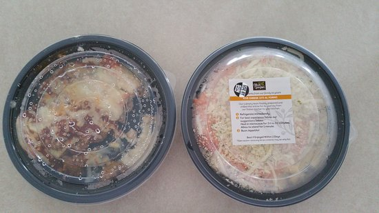 Holly Springs, Carolina del Norte: Covered take out dishes from Olive Garden