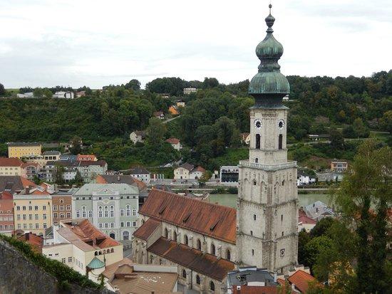 Burghausen, Niemcy: Vista del pueblo desde la fortaleza