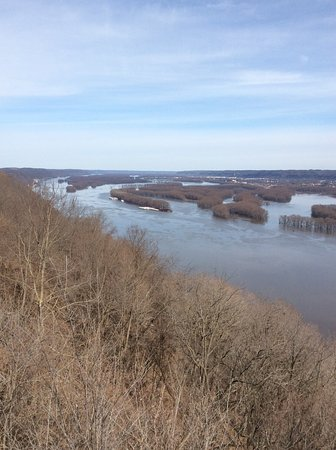 McGregor, IA: Looking North on the river