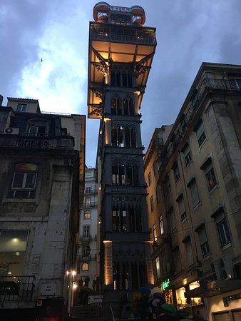 Hotel Mundial : Elevatore tra i più famosi il costo non è elevato ma dal retro si sale a piedi gratis ...tranne
