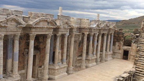 Amphitheatre : Amazing atmosphere. 3 Rome emperor visit here just imagine...