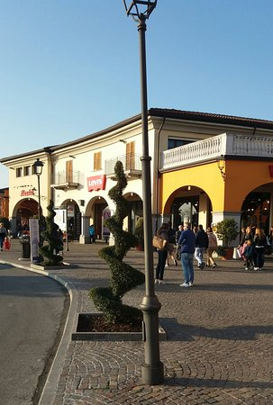 Franciacorta Outlet Village - Picture of Franciacorta Outlet ...