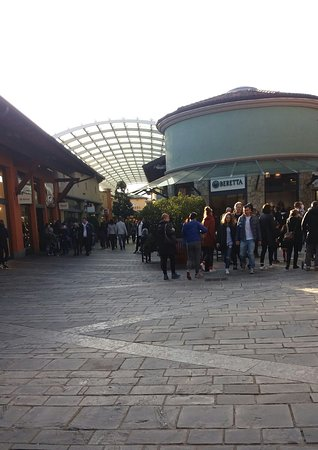 Franciacorta Outlet Village - Picture of Franciacorta Outlet Village ...