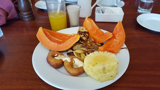 Outrigger Fiji Beach Resort: breakfast