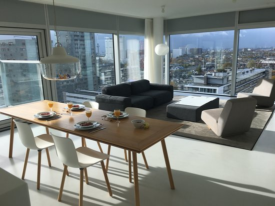 Urban Residences Rotterdam: Breakfast time.. amazing view