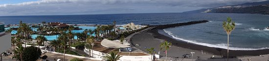 H10 Tenerife Playa: The lido on the left is chargeable, a few Euros per day
