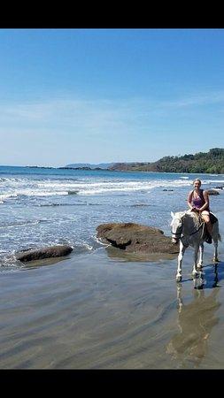 Zuma Tours: Horseback riding on the beach