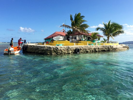 Clifton, Union Island: Happy hour at Happy Island!