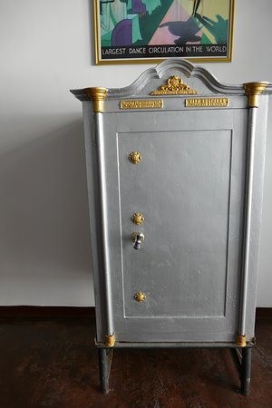 Deco On 44: Antique safe