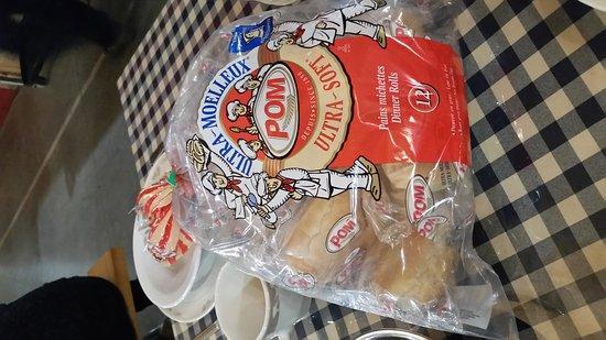 Saint-Esprit, Canada: Beaux pains emballés...style cabane à sucre ?