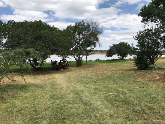 Kicheche Laikipia Camp: Lunch by the lake