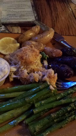 Hancock, MD: Crab Cake dinner