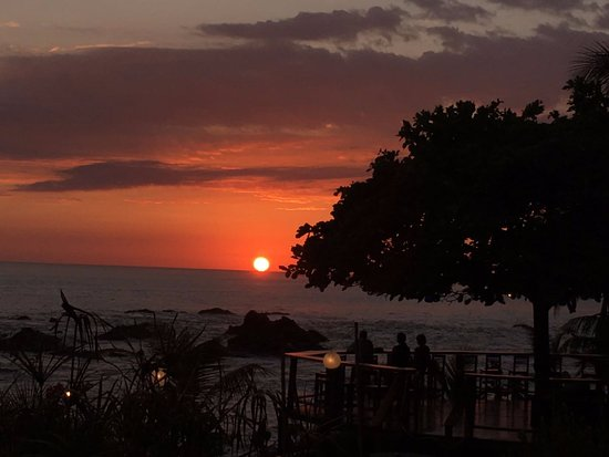 Costa Paraiso: The deck where you can admire the sunset every evening with one of our cocktails and tapas
