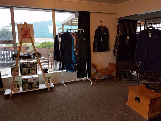 Raetihi, Selandia Baru: Items for sale in Reception area