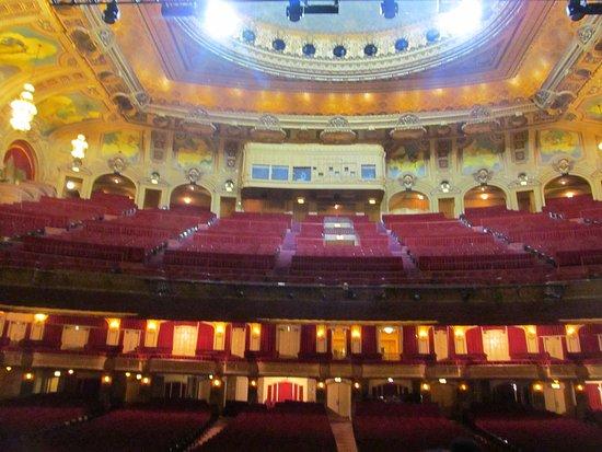 The Chicago Theatre : photo1.jpg