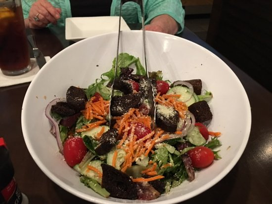 เอเธนส์, จอร์เจีย: House Salad - Family Style Vinaigrette Parmesan Dressing