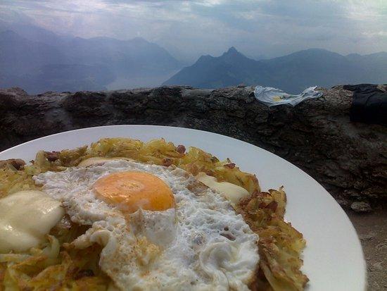 Schwyz, Suiza: Batata com ovo!