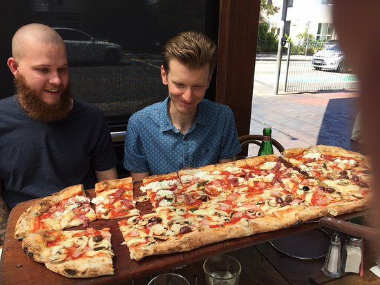 Lane Cove, Australia: metre pizza