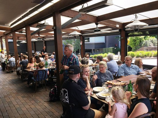 Lane Cove, Australia: open air dining