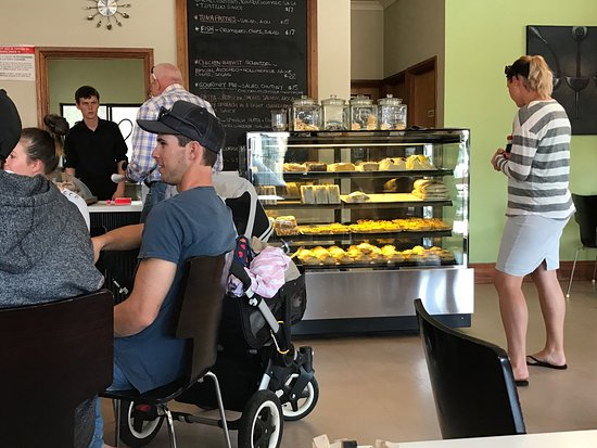 Penola, أستراليا: Quiche and pies on display
