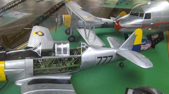 Museo Aéréo Fénix: Modelos de aviones de la Edad Dorada de la Aviación en escala 1/8