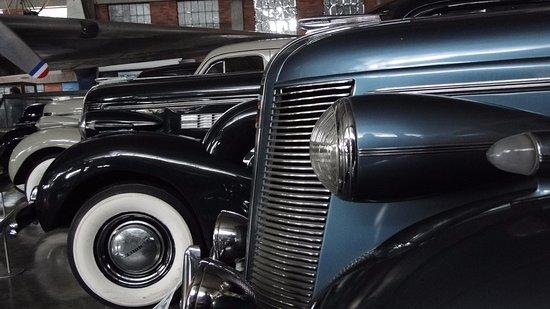 Museo Aéréo Fénix: Preciosos automóviles Buick, en perfectas condiciones.
