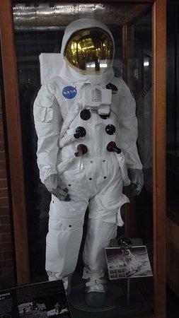 Museo Aéréo Fénix: Traje de vuelo espacial de la NASA.