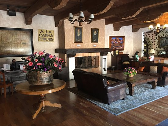 Porta Hotel Antigua: Reception area at check in