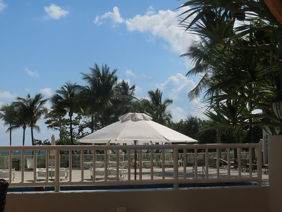 Sea View Hotel: Pool area from the restaurant.
