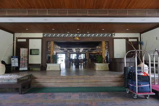 Damai Beach Resort: Main entrance to the lobby