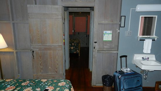 Mammoth Cave Woodland Cottages: View of Whole Cabin inside