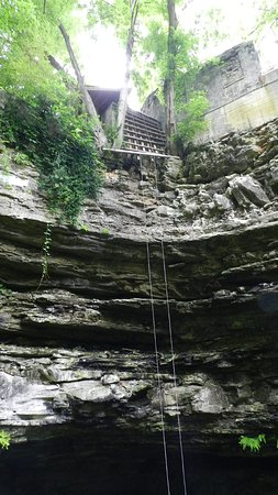 Horse Cave, KY: Repelling