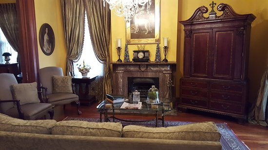 1896 O'Malley House Bed and Breakfast: Charming and comfortable den