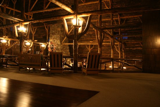 Old Faithful Inn: 2nd floor lobby.
