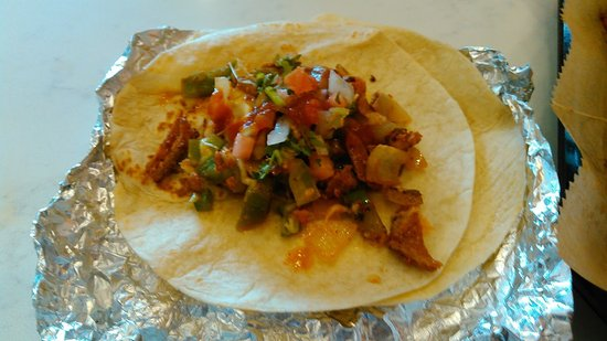 Oakdale, Миннесота: Almbres Al Pastor,I paid extra for the Pico De Gallo,very fresh,and worth the .75.