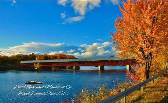 Fort Coulonge, Canada: Our beautiful covered bridge