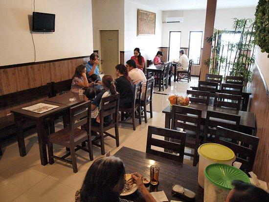 Wilis Dapur Masakan Indonesia Suasana Bagian Dalam Resto
