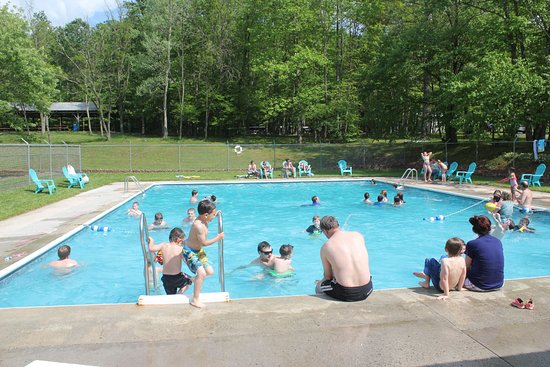 Clearville, PA: Large Salt water Pool