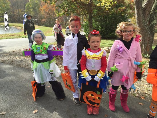 Clearville, PA: Halloween Costume Contest