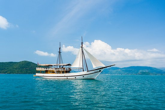 Bophut, Thailand: Baidee with open sails on Samui Island Cruise