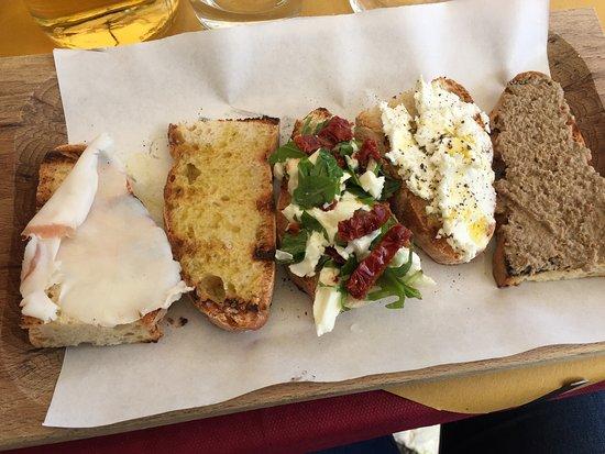 Tuscania, Italy: Bruschette miste
