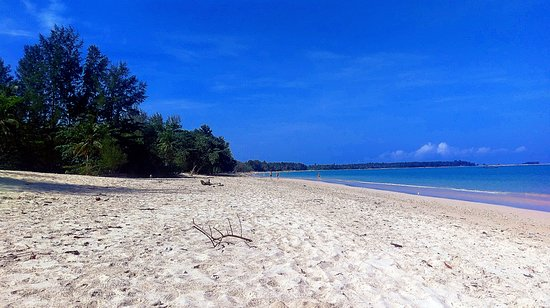 Ao Thong Beach Restaurant and Bungalow: Peace and quiet 500m up north