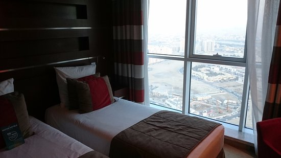 Novotel Dubai Al Barsha : The view is only city size(not sea nor sheike zayed) on two bed rooms suite