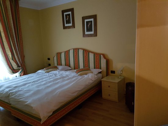 Residence St Andrew's Palace: Bedroom - spacious and loads of storage