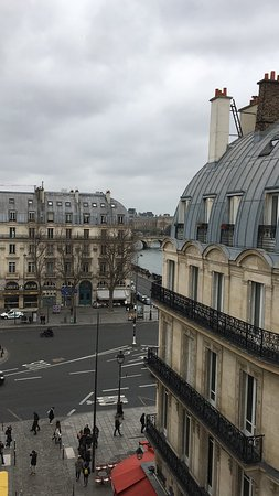 ألبي هوتل سان - ميشيل: El Pont Neuf y el Louvre al fondo desde la habitación 641