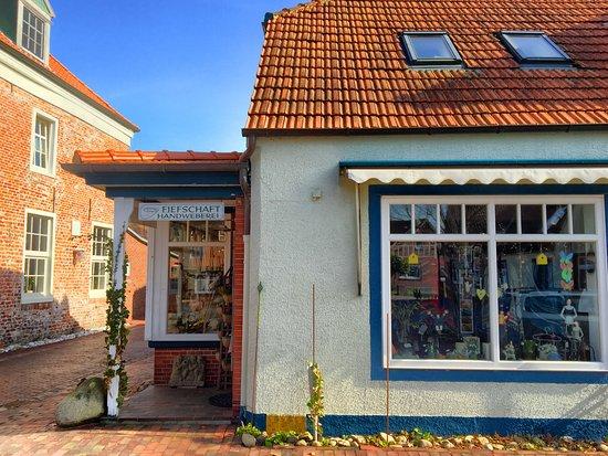 Handweberei Fiefschaft am Marktplatz der gemütlichen Stadt Dornum.